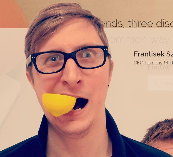 Kdo je ten kluk s citrónem? Původně affilák dnes manažer – František Szabó